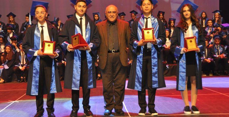 GKV Ortaokulu 54. Yıl Mezunlarına Muhteşem Kep Töreni