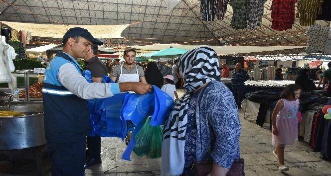 Şahinbey'de 280 bin adet kurban atık poşeti dağıtıldı