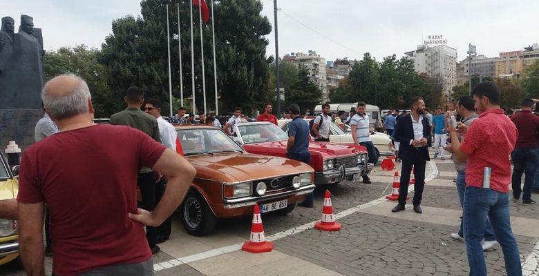 Mercedes ve klasik otomobil tutkunları buluştu