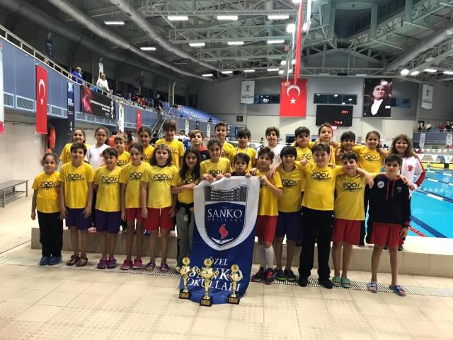 Sanko lu Yüzücüler 55 Madalya ve 3 Kupa Kazandı