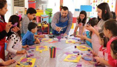 Tatili Fırsat Bilen Çocuklar Kendi Oyuncaklarını Yapıyor