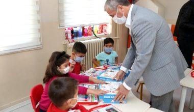 Şahinbey'de ilkokul öğrencilerine boyama seti hediyesi